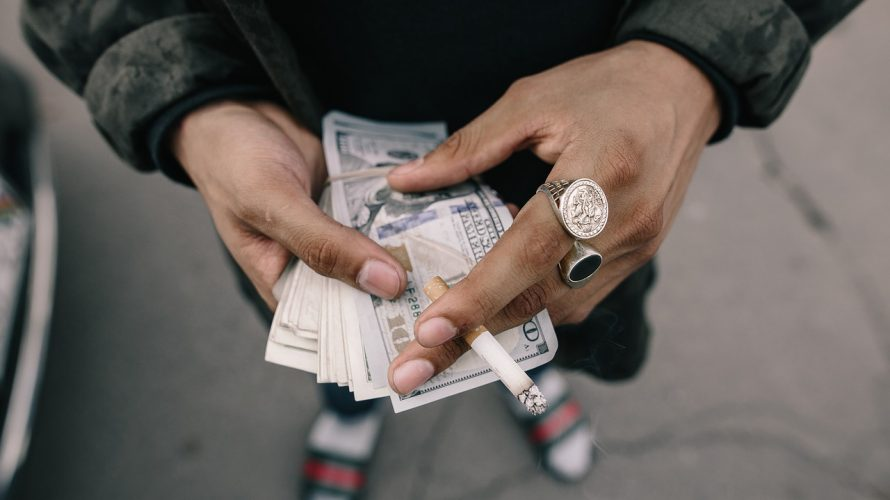 お金を作る方法を模索する