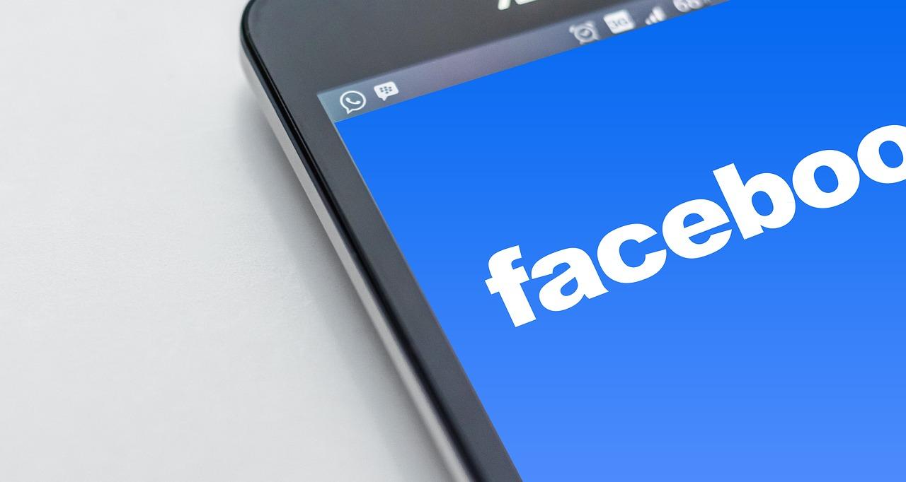 Facebookやってます